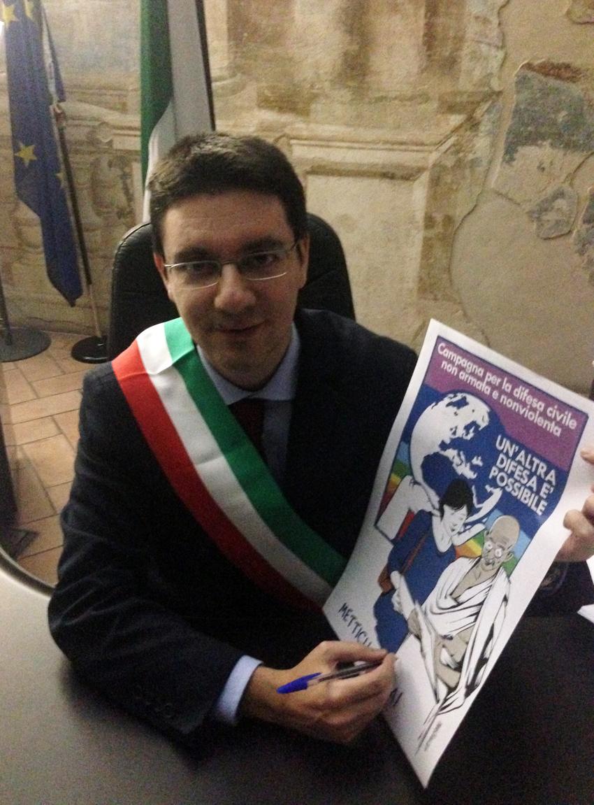 Guido Sangiovanni firma campagna sindaco Vanzago