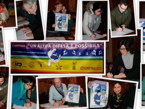 raccolta firme a Pavia